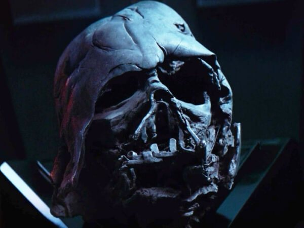 darth-vaders-melted-helmet-in-star-wars-the-force-awakens